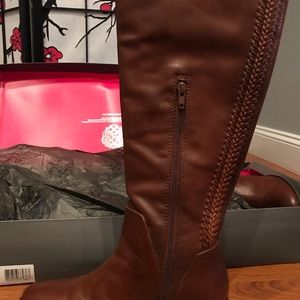 Vince Camuto Boots size size 8M
